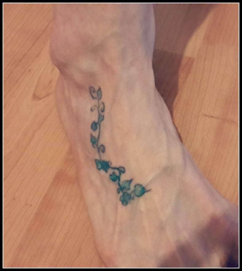 Tattoo-Foot-vine